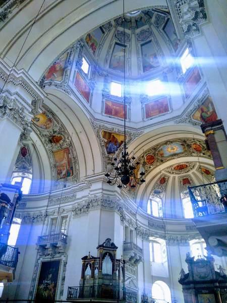 ザルツブルク大聖堂の内観