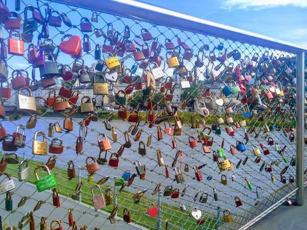 マカルト橋にある愛の南京錠