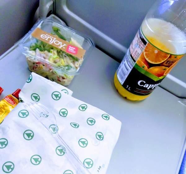 電車内で軽食