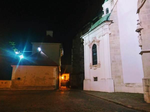 夜のブラチスラバ旧市街