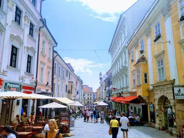ブラチスラバ旧市街の昼間の様子