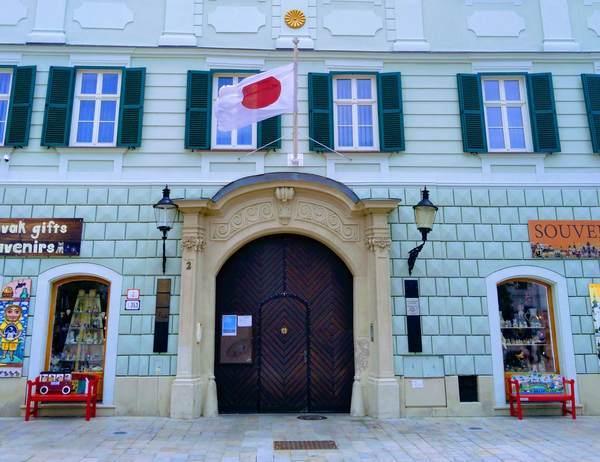 スロバキアの日本大使館の入口