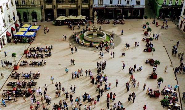 フラヴネー広場の全体写真