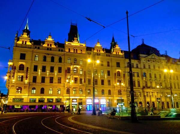プラハの夜の街並み