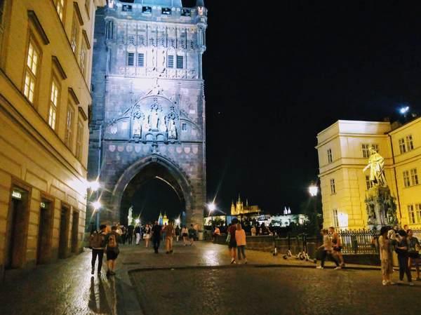 プラハ旧市街にある火薬塔