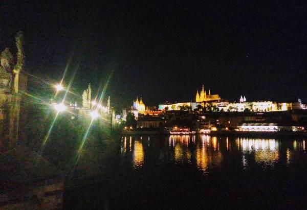 カレル橋から見たプラハ城