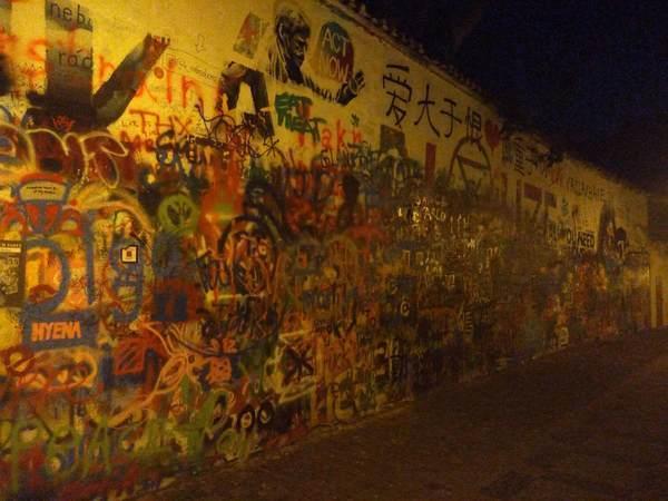 プラハのジョン・レノンの壁