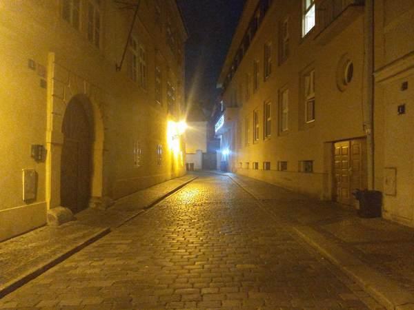プラハ旧市街の夜道
