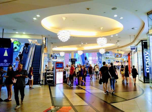 プラハのショッピングモール「PALLADIUM」の館内