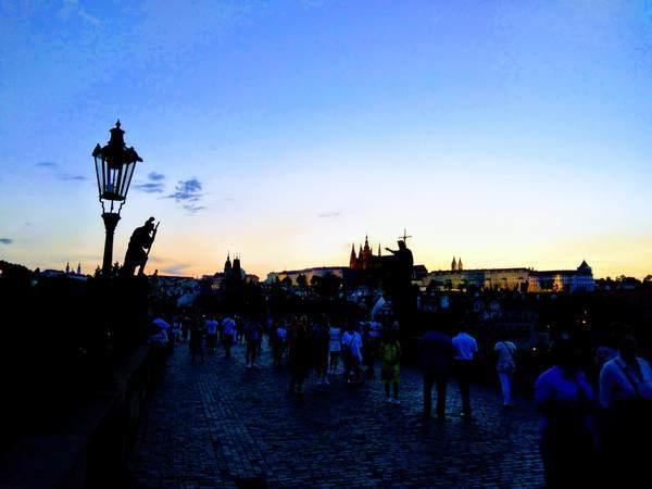 カレル橋で見た夕焼け