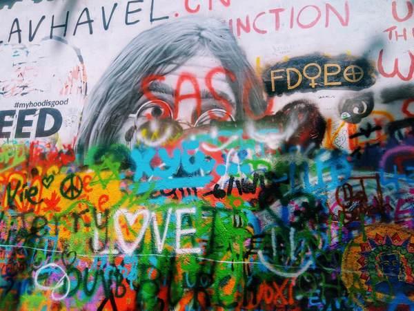 ジョン・レノンの壁のウォールアート