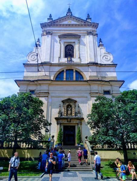 勝利の聖母教会の外観