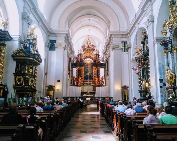 勝利の聖母教会の内観