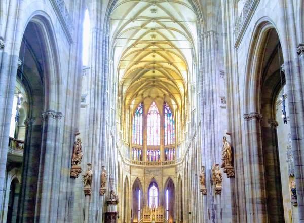 聖ヴィート大聖堂の内観