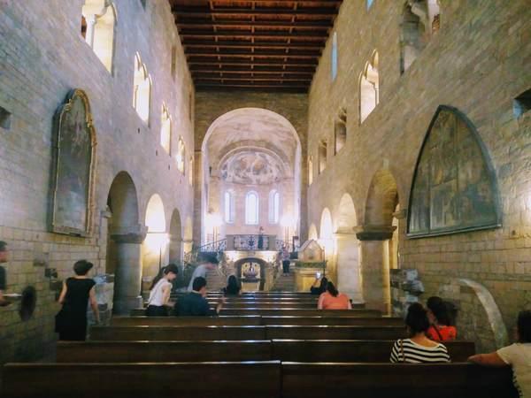 聖イジー聖堂の内観