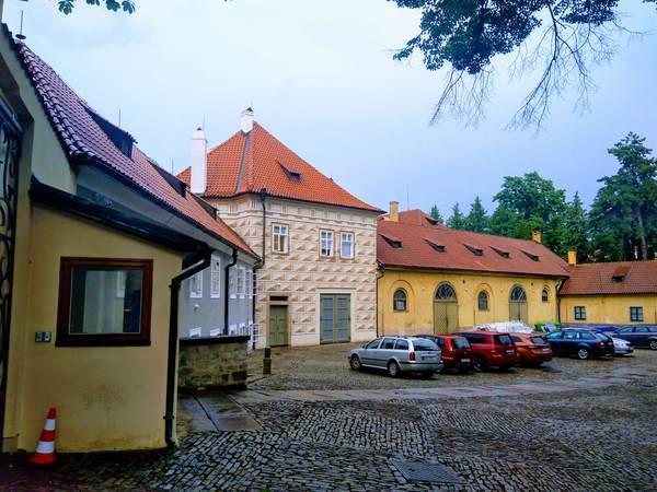 プラハ旧市街の特徴的な壁の装飾
