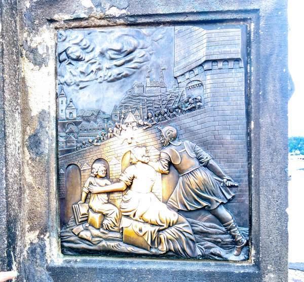 聖ヤン・ネポムツキー像の幸福をもたらすレリーフ