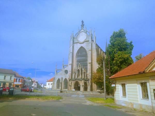 聖母マリア大聖堂の外観