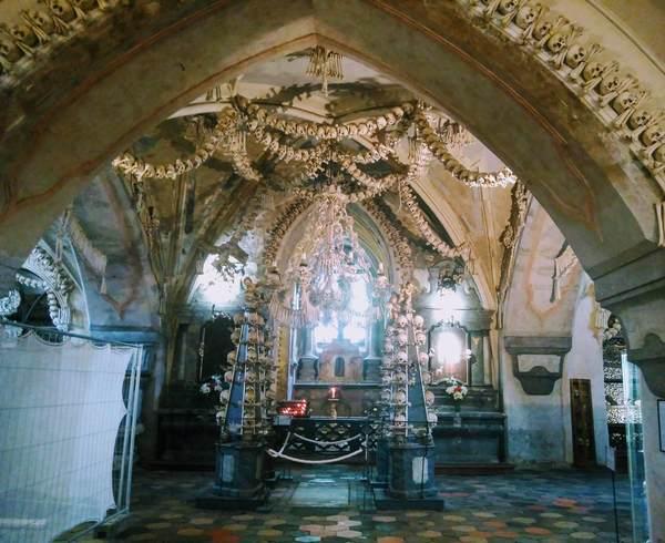 セドレツ納骨堂の内観