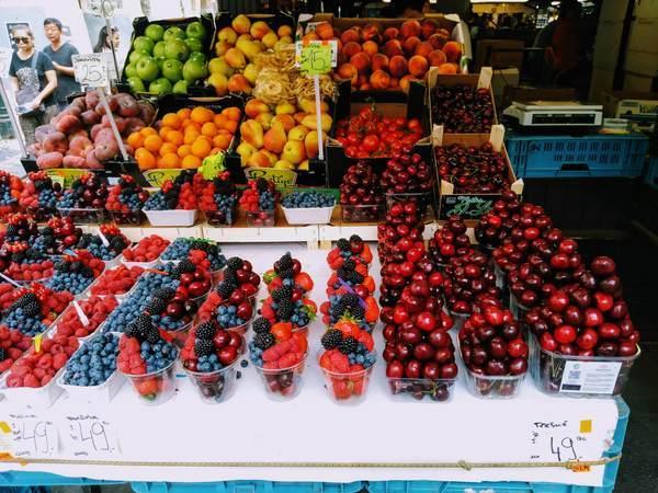 ハヴェルスカー市場にある野菜や果物
