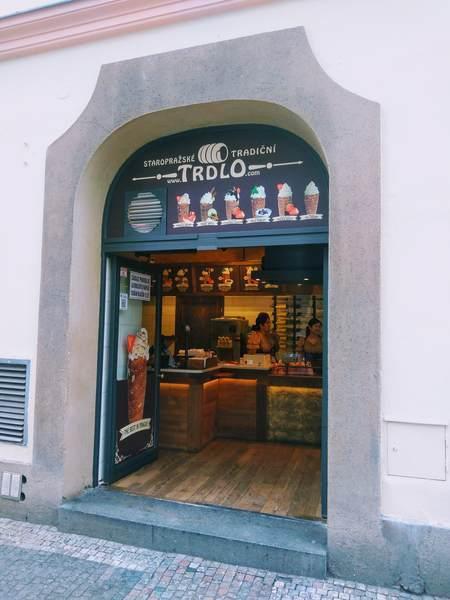 チェコ名物「トゥルデルニーク」専門店