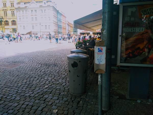 プラハ市街地にあるペット用の排泄物処理