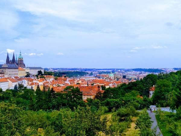 プラハの街並みとプラハ城