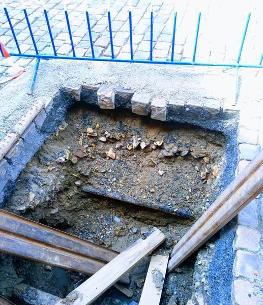 プラハの石畳の内部について