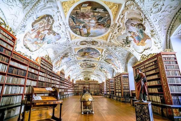 ストラホフ修道院の世界一美しい図書館