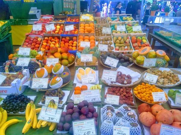 ヴィクトアリエンマルクトの果物売り場