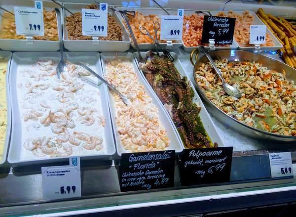ヴィクトアリエンマルクトで食べられる魚料理