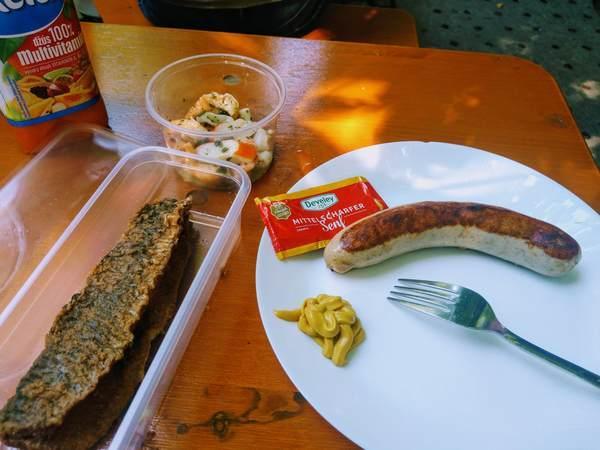 ヴィクトアリエンマルクトで購入した料理