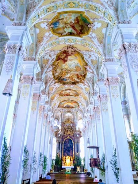 聖ペーター教会の内部
