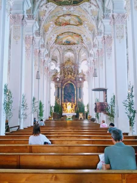 聖ペーター教会のパステルピンクを基調とした内部