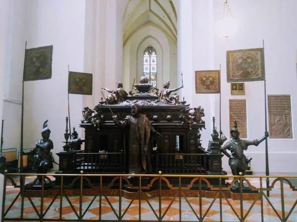 ルートヴィヒ4世の記念廟