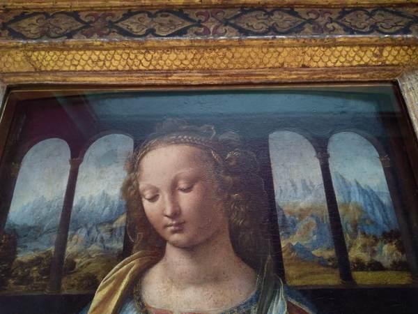 カーネーションを持つ聖母とモナリザ