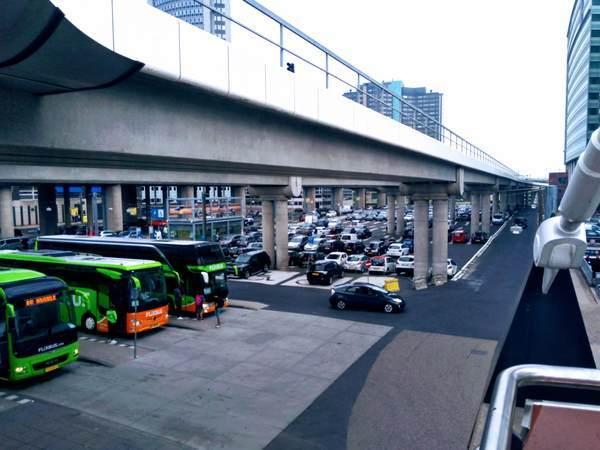 アムステルダム・スローテルダイク駅のバスステーション
