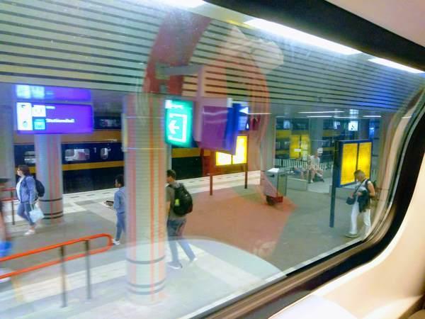 アムステルダム鉄道のプラットホーム