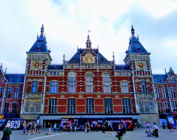 アムステルダム中央駅の正面外観