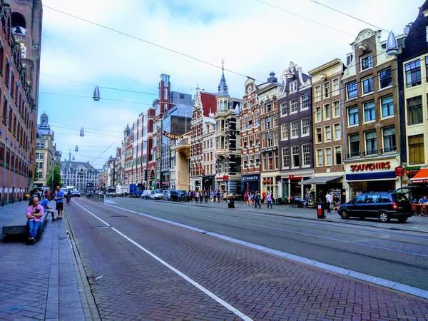 アムステルダム市内のメインストリート
