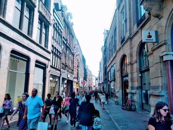 アムステルダム市のワルムス通り