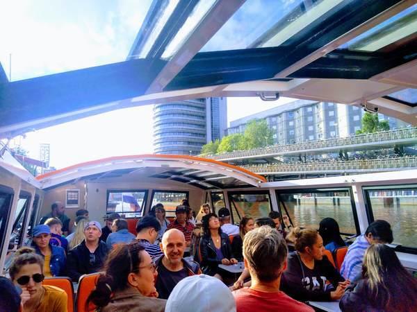 アムステルダムの運河クルーズの座席