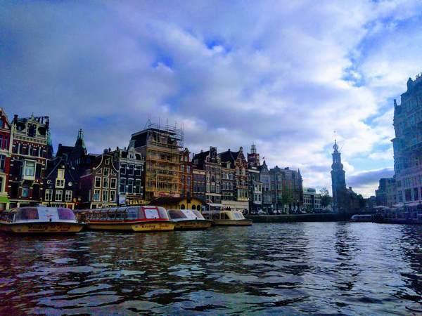 世界遺産のアムステルダムの運河地区の景観
