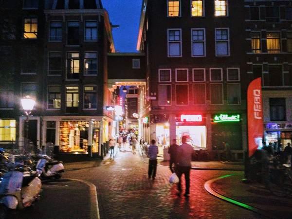 アムステルダムの飾り窓地区の入口