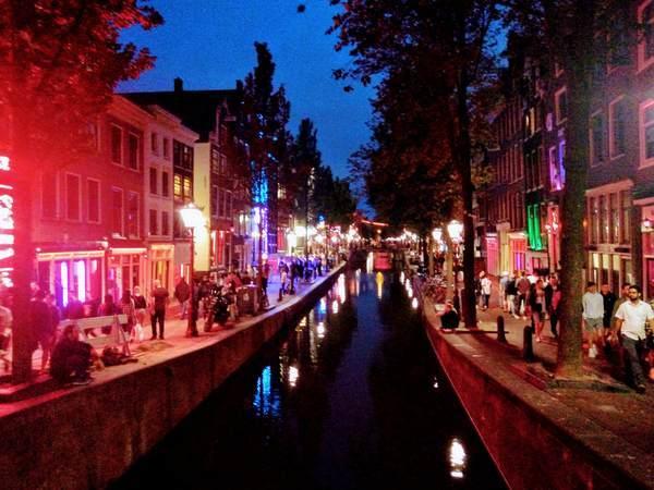アムステルダムの飾り窓地区の景観