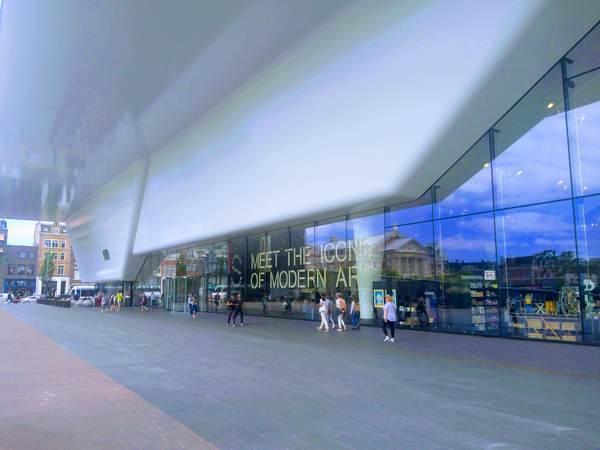 アムステルダム市立美術館の外観(バスタブ)