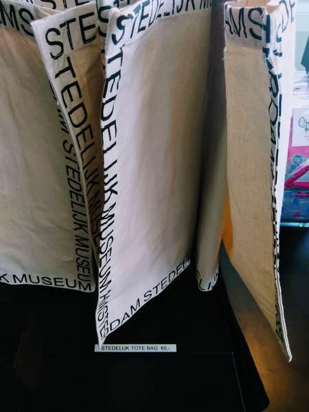 アムステルダム市立美術館のエコバッグのマチ