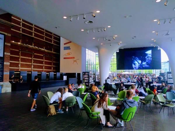 アムステルダム市立美術館のカフェ