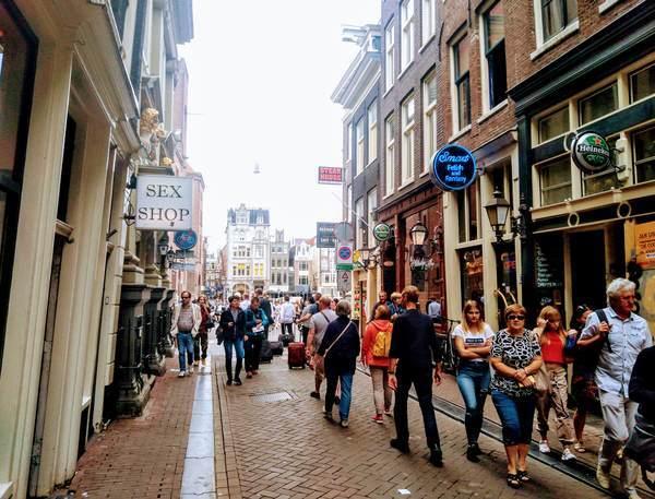 アムステルダム市内の繁華街