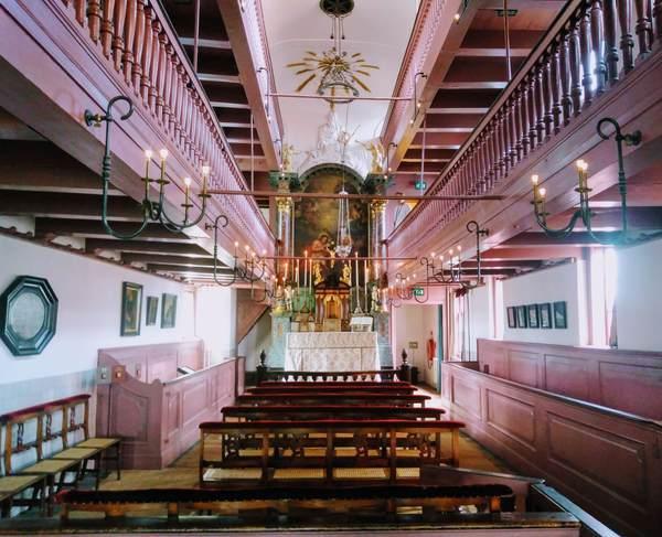屋根裏教会の内部